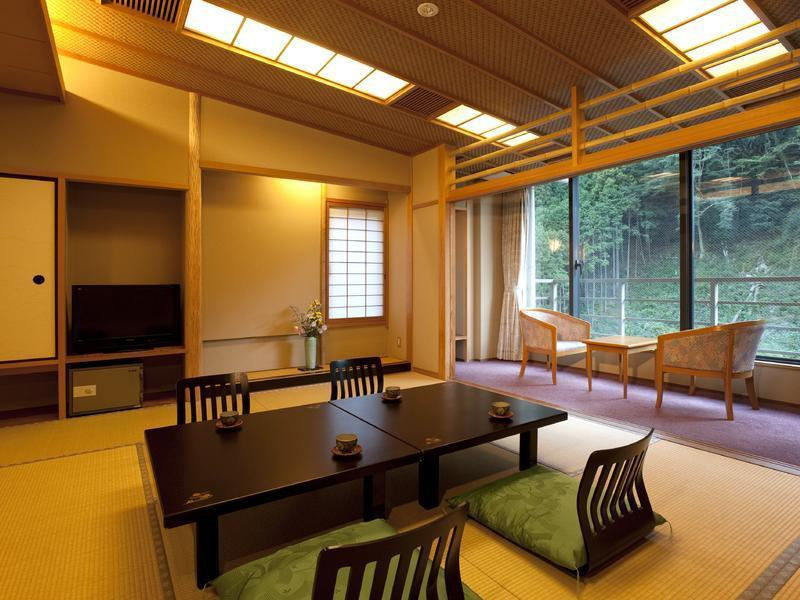 楓韻の館 和室 |12.5畳+踏込 (Japanese-style Room (Fuin-no-Yakata Wing))