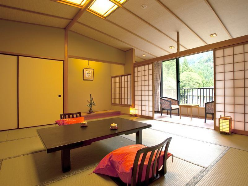 こもれびの館 和室 |12.5畳+踏込 (Japanese-style Room (Komorebi-no-Yakata Wing))