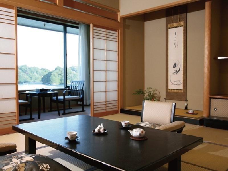 和式房 (Deluxe Room with Open-air Bath (New Building))