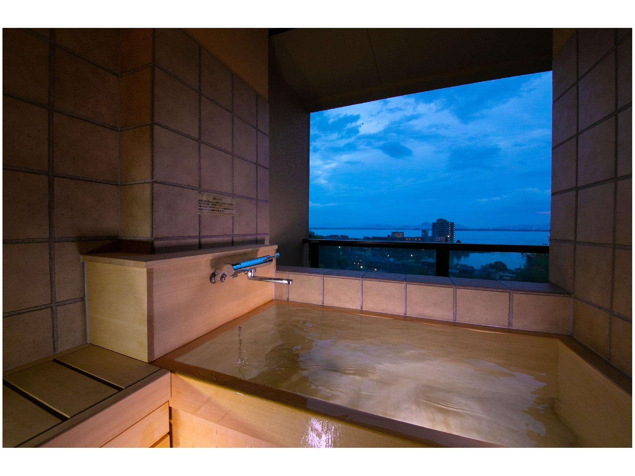 和洋式房+露天風呂※2019年10月新改裝 (Japanese/Western-style Room with Open-air Bath *Refurbished Oct. 2019)