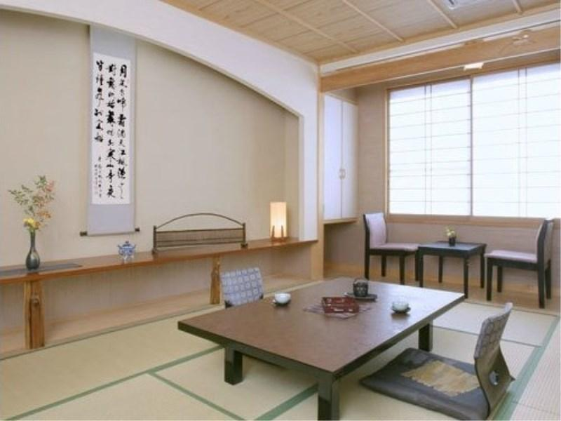 Japanese-style Room (Suigetsu Wing) *Has toilet & washroom