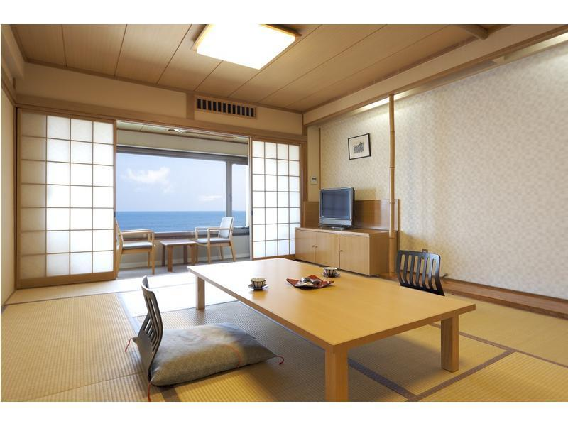 Japanese-style Room (Main Building) *Non-smoking from July 1
