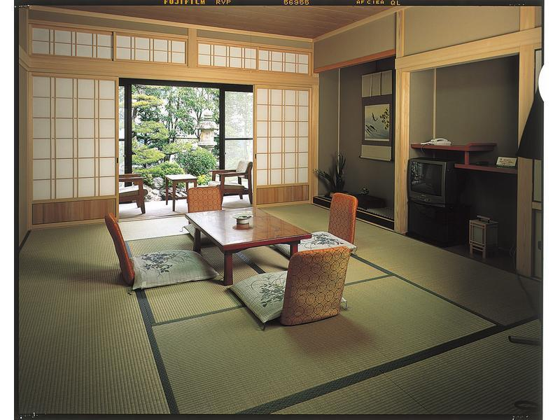 Japanese-style Room (Hokusuikan Wing)