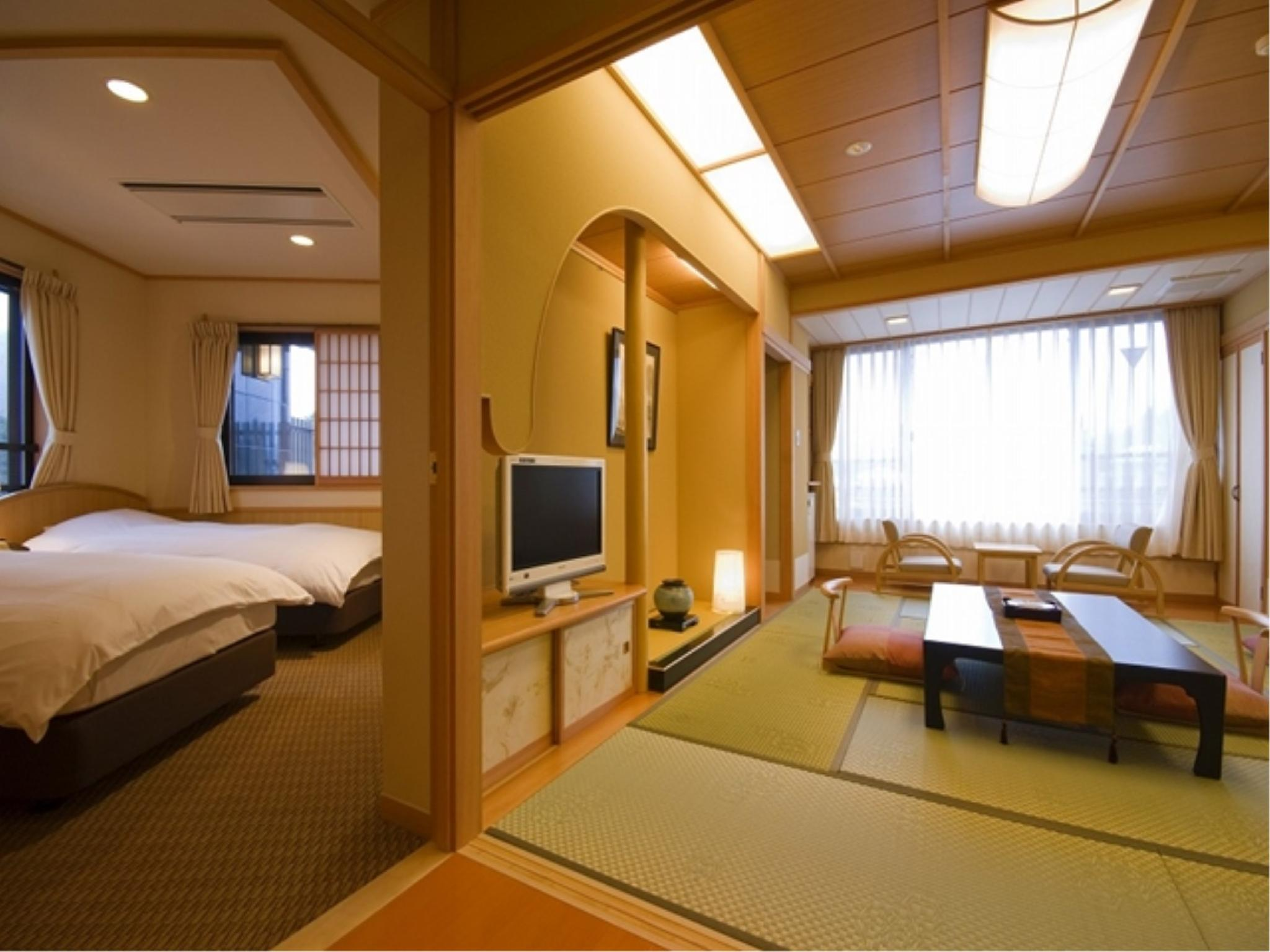 Japanese/Western-style Room with Open-air Bath (Main Building)