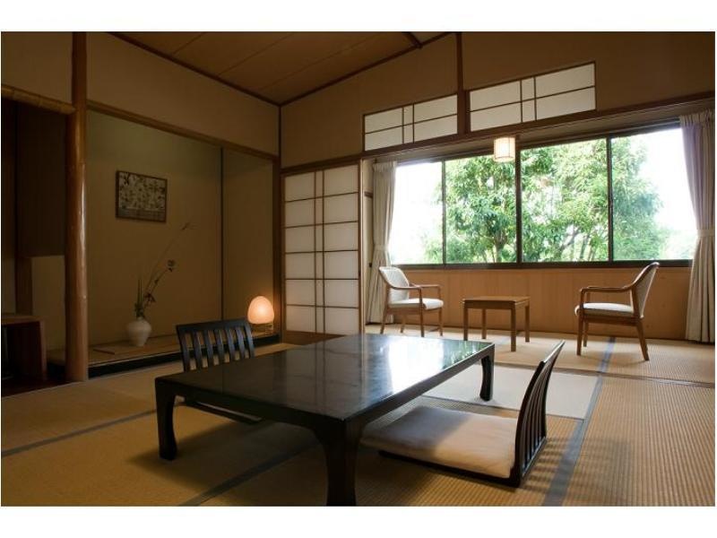【風景館(本館)】木造の和室8畳<2階>|8畳 (Japanese-style Room (Fukeikan Main Building))