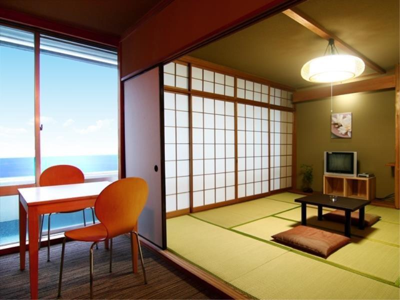 和式房+小客廳 (Japanese-style Room with Mini Living Room)