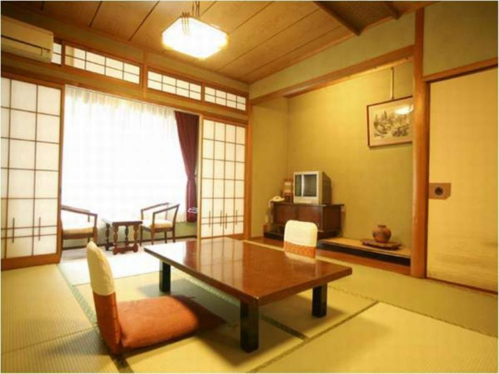 Japanese-style Room with Hiroen Space (South Wing) *No pets - Guestroom Yubara Kokusai Kanko Hotel Kikunoyu