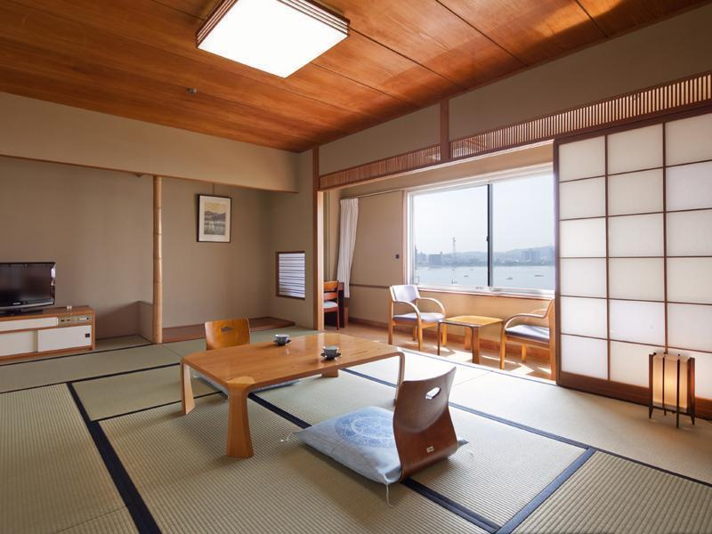 本館 和室8畳 湖側 (Japanese Style Room Main Building)