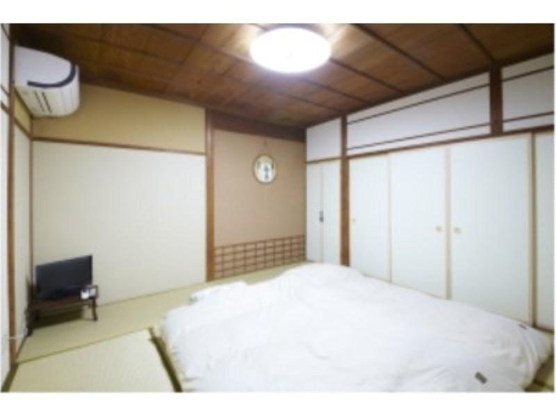 【訳あり】 一間 (8畳のお部屋 ※ 窓なし ※)|8畳 (Japanese-style Room *No bath, toilet, or windows in room)