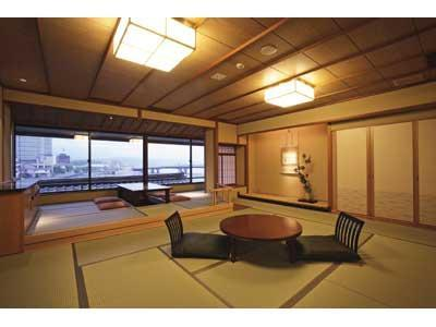 和洋式房 (Japanese/Western-style Room with Lake View Bath)