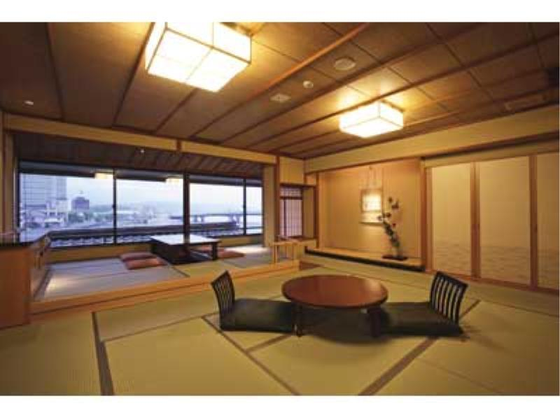 湖景和洋室 (Lake View Japanese Western Style Room)