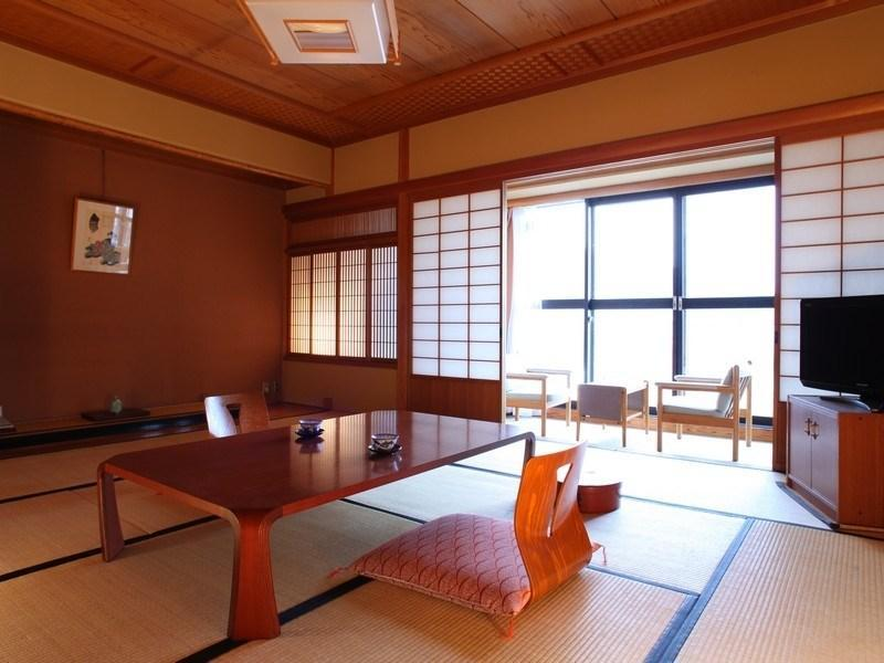 다다미 객실(코너룸/실내툇마루) (Japanese-style Corner Room with Hiroen Space)