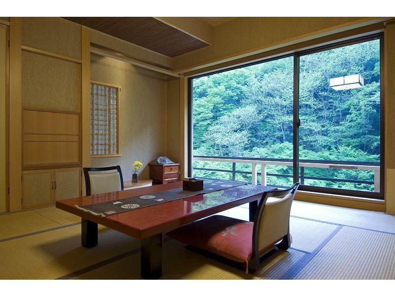 재패니즈룸 (노천 온천탕) (Japanese Room with Open-Air Hot Spring Bath)