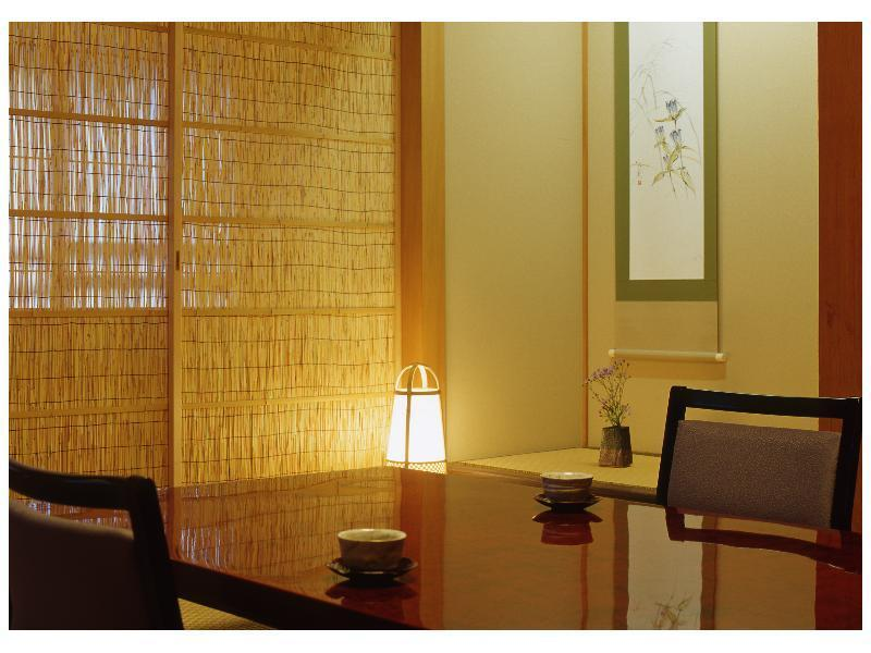 다다미 객실(SANKIRAI/원천방류식 다실온천탕) (Japanese-style Room with Tea Room Hot Spring Bath (Sankirai Type))