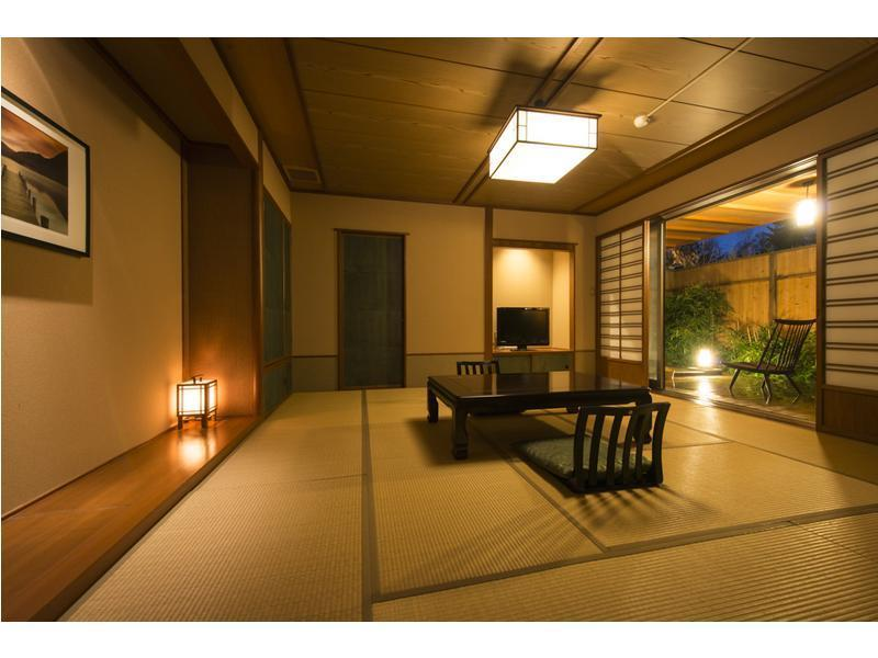 다다미 객실 (Japanese-style Room with Miniature Garden Open-air Bath)