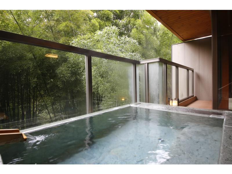 和室・露付|12.5畳+踏込4畳 (Japanese-style Room with Open-air Bath & Horigotatsu)