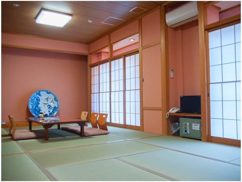 Japanese-style Room (2nd Floor) *No bath or toilet in room