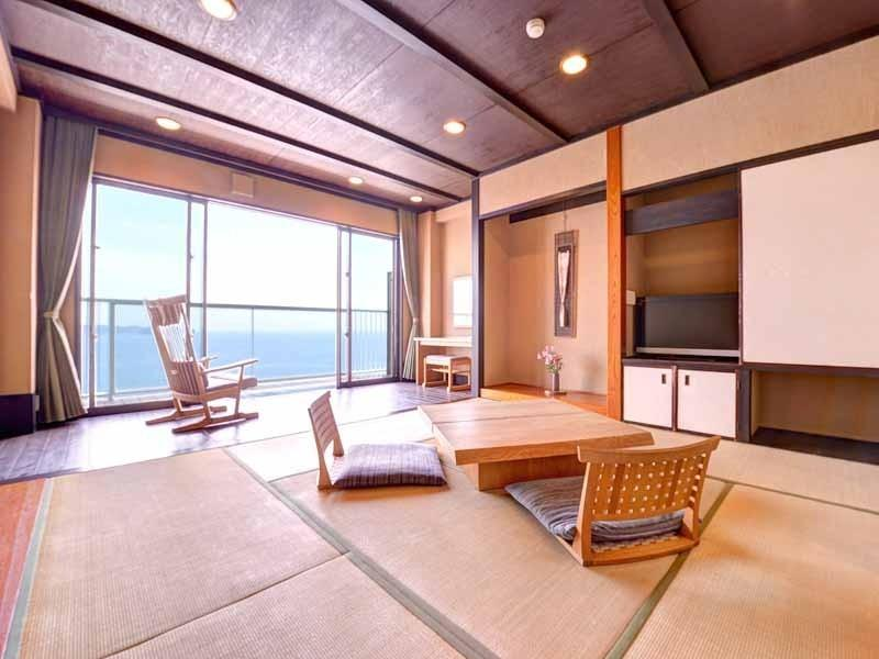 Cタイプ【海側和室8畳+板の間+テラス(シャワーのみ)】 (Japanese-style Room with Ocean View Terrace (Ocean Side, Type C) *Has shower, no bath in room)