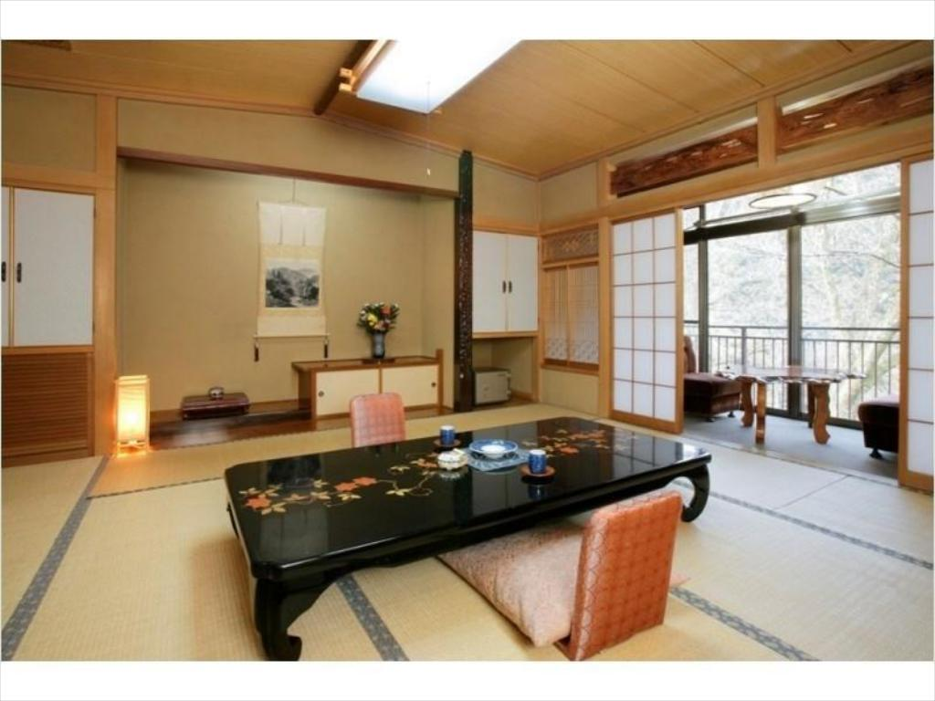 Japanese-style Room with Hiroen Space (Main Building) - Guestroom