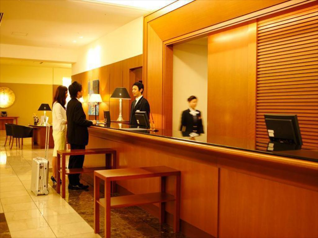 Lobby Royal Pines Hotel Urawa