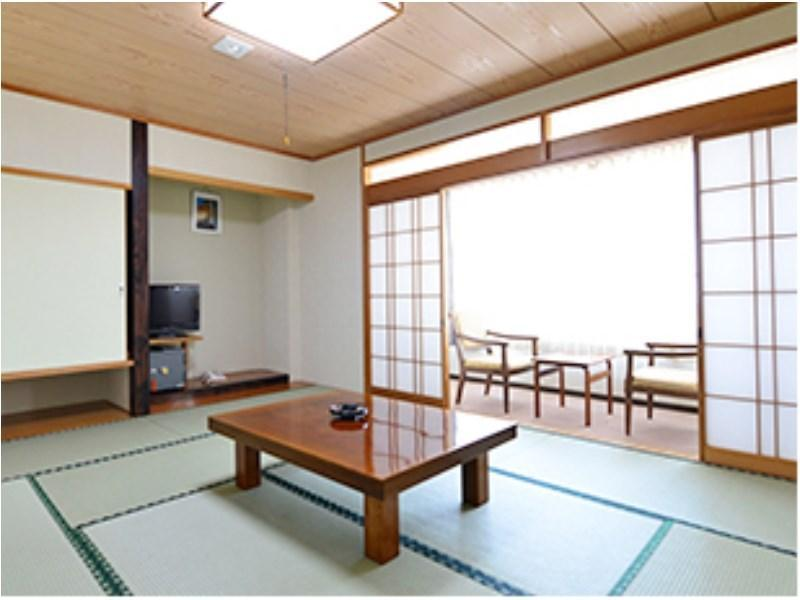 和室|10畳 (Japanese-style Room (Main Building) *Has toilet)