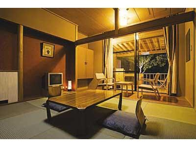 和式房+宽走廊+专用露天风吕 (Japanese-style Room with Open-air Bath + Hiroen Space)