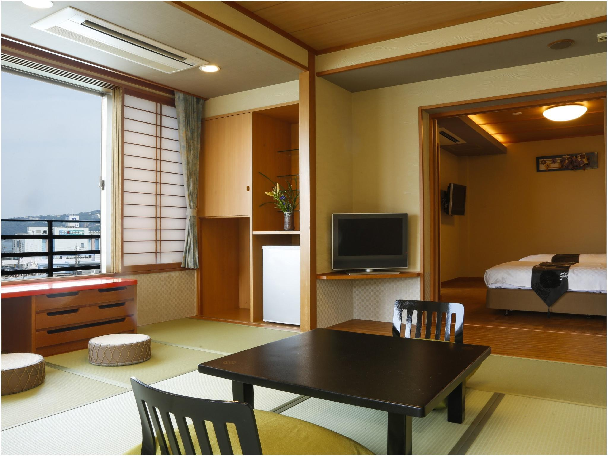 Deluxe Japanese/Western-style Room (South Wing)