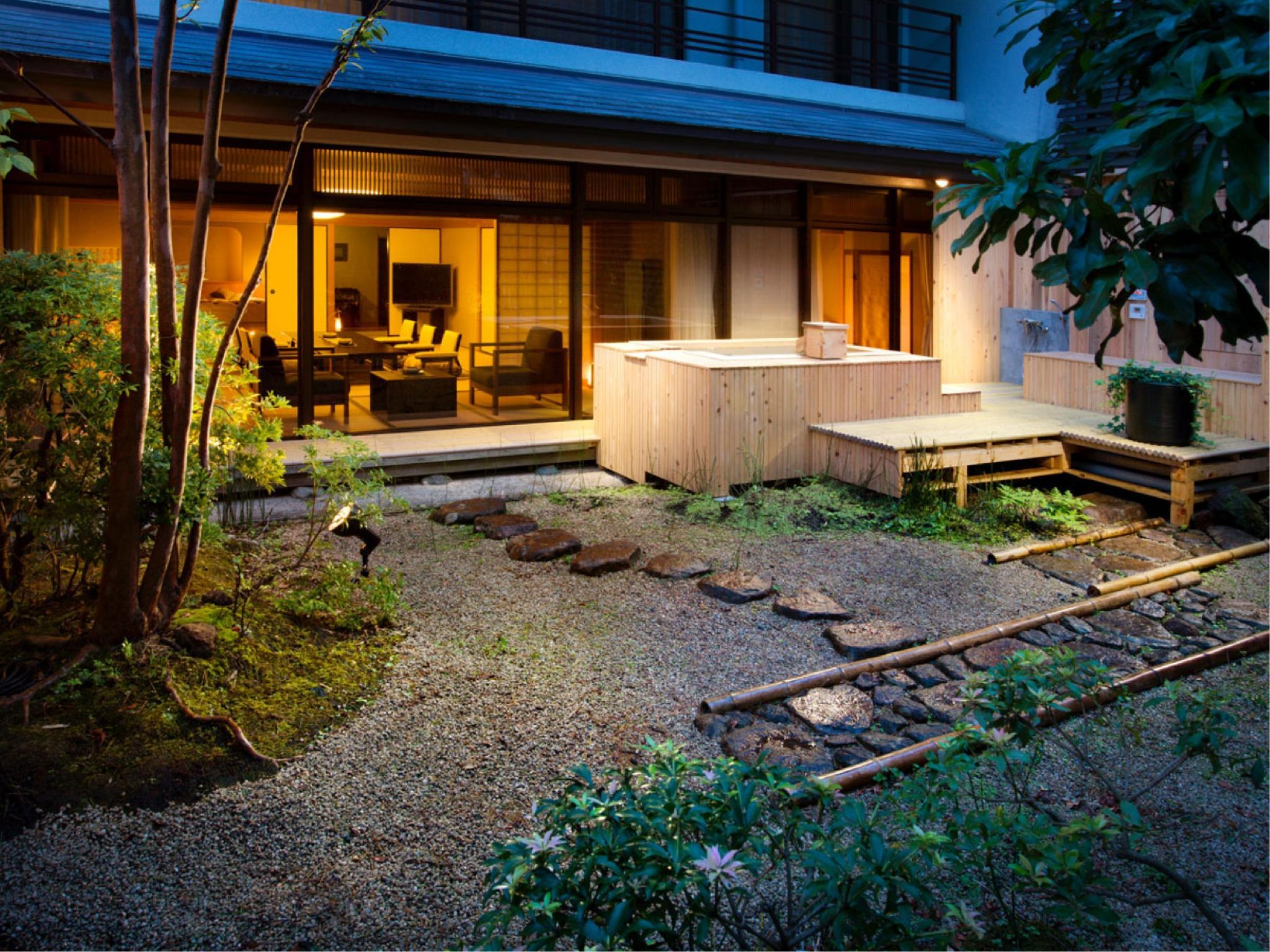 Deluxe Japanese/Western-style Suite with Open-air Bath (Momoyamadai Wing)