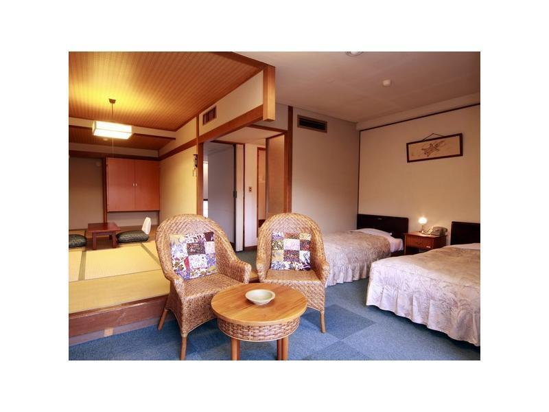 和洋室|7.5畳+洋間20平米 (Japanese Western Style Room with Twin Bed)