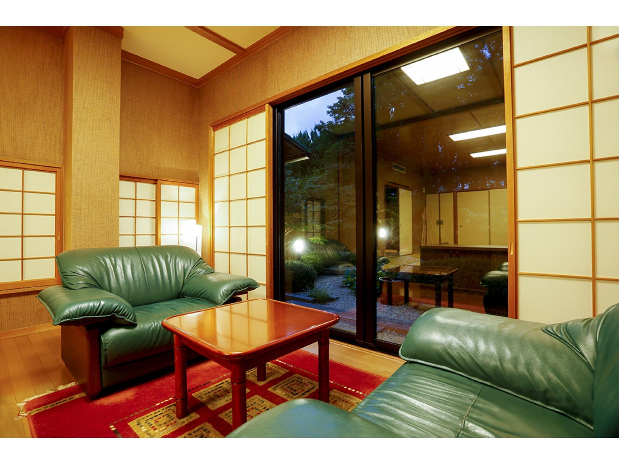 Detached Japanese-style Room with Open-air Garden Bath (West Wing)