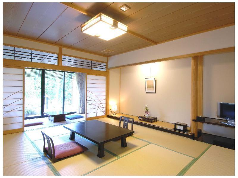 Detached Japanese-style Room with Open-air Garden Bath (East Wing)