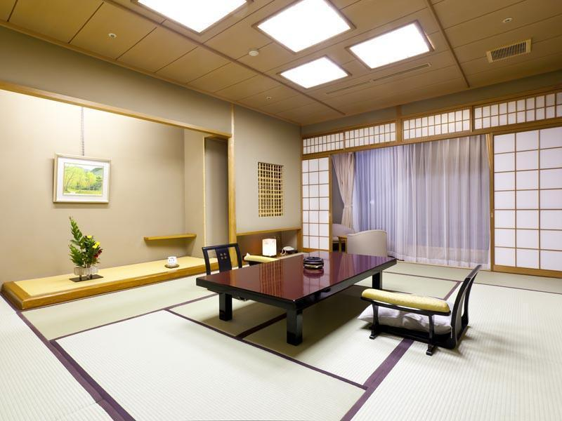 東館和室(12.5畳)|12.5畳+踏込 (Japanese-style Room (East Wing))