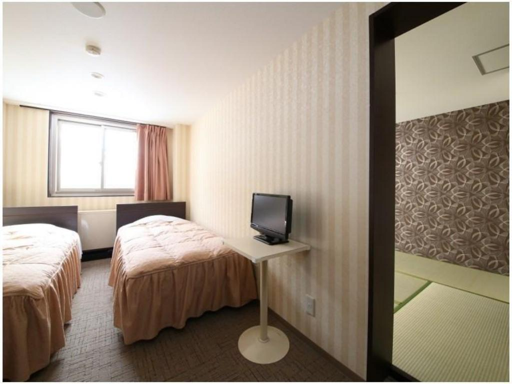 Japanese/Western-style Room (Twin Room + Japanese-style Room, Kamoshika Wing) - Guestroom Hotel Japan Shiga