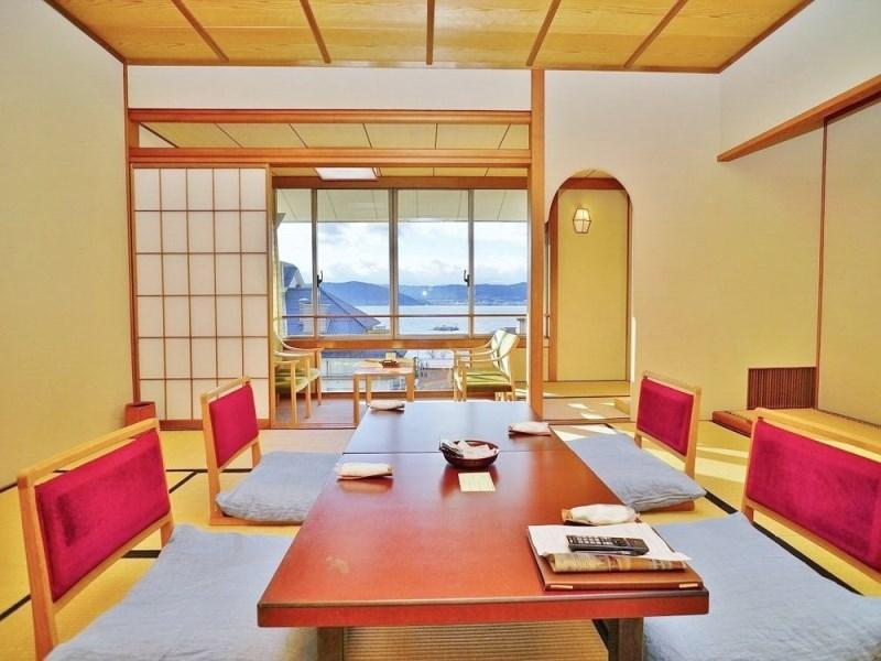 Japanese Style Lake View Room