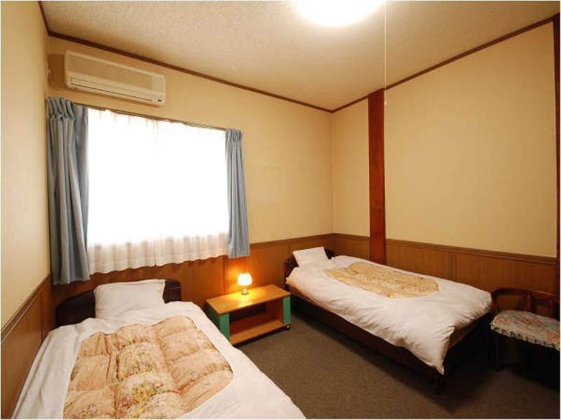 3인실(MINGEI TYPE) *객실내 욕실, 화장실, 세면대 없음 (Triple Room (Mingei Type) *No bath, toilet, or washroom)