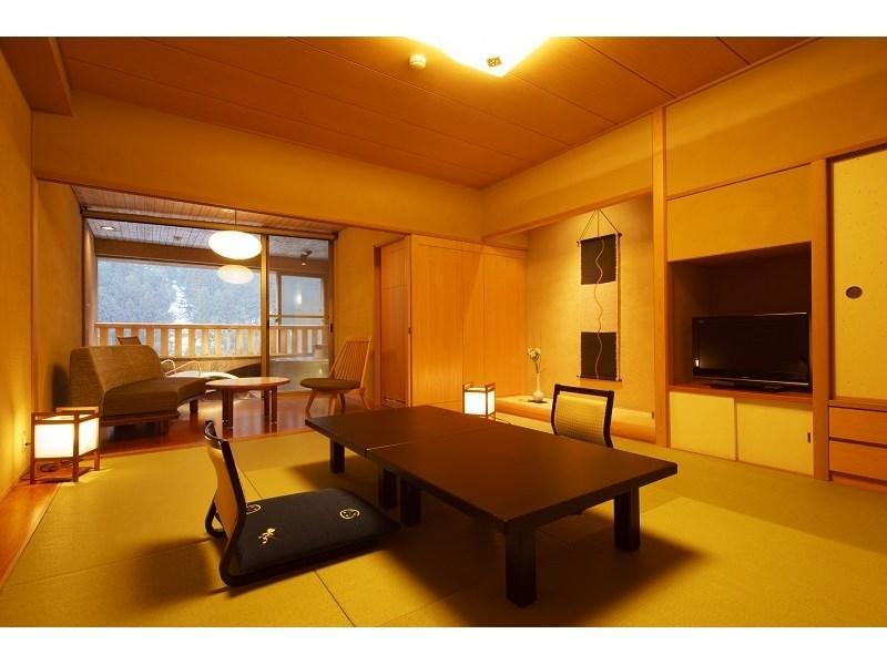 弁柄或琥珀 和式房+露天風呂※4月1日起禁菸 (Japanese-style Room with Open-air Bath (Bengara Type/Kohaku Type) *Allocated on arrival)
