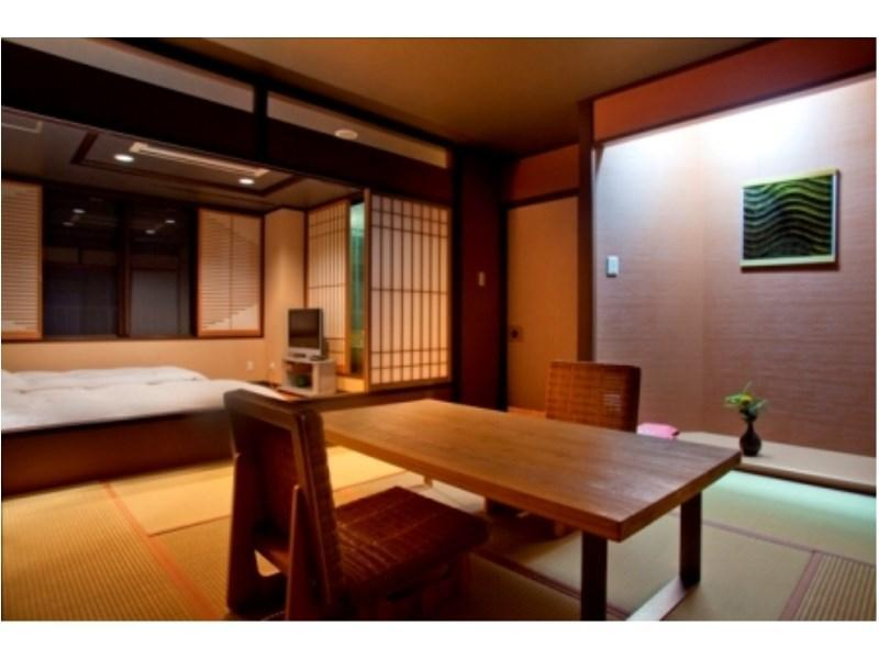 Suite with Open-air Bath (Room 202, Rokushoan Type)