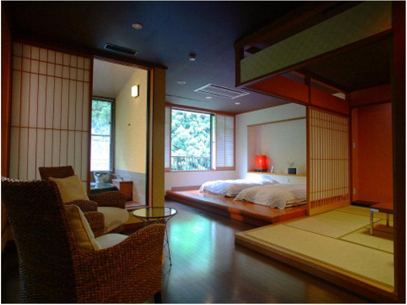 Wide Suite with Open-air Bath (Room 201, Rokushoan Type)