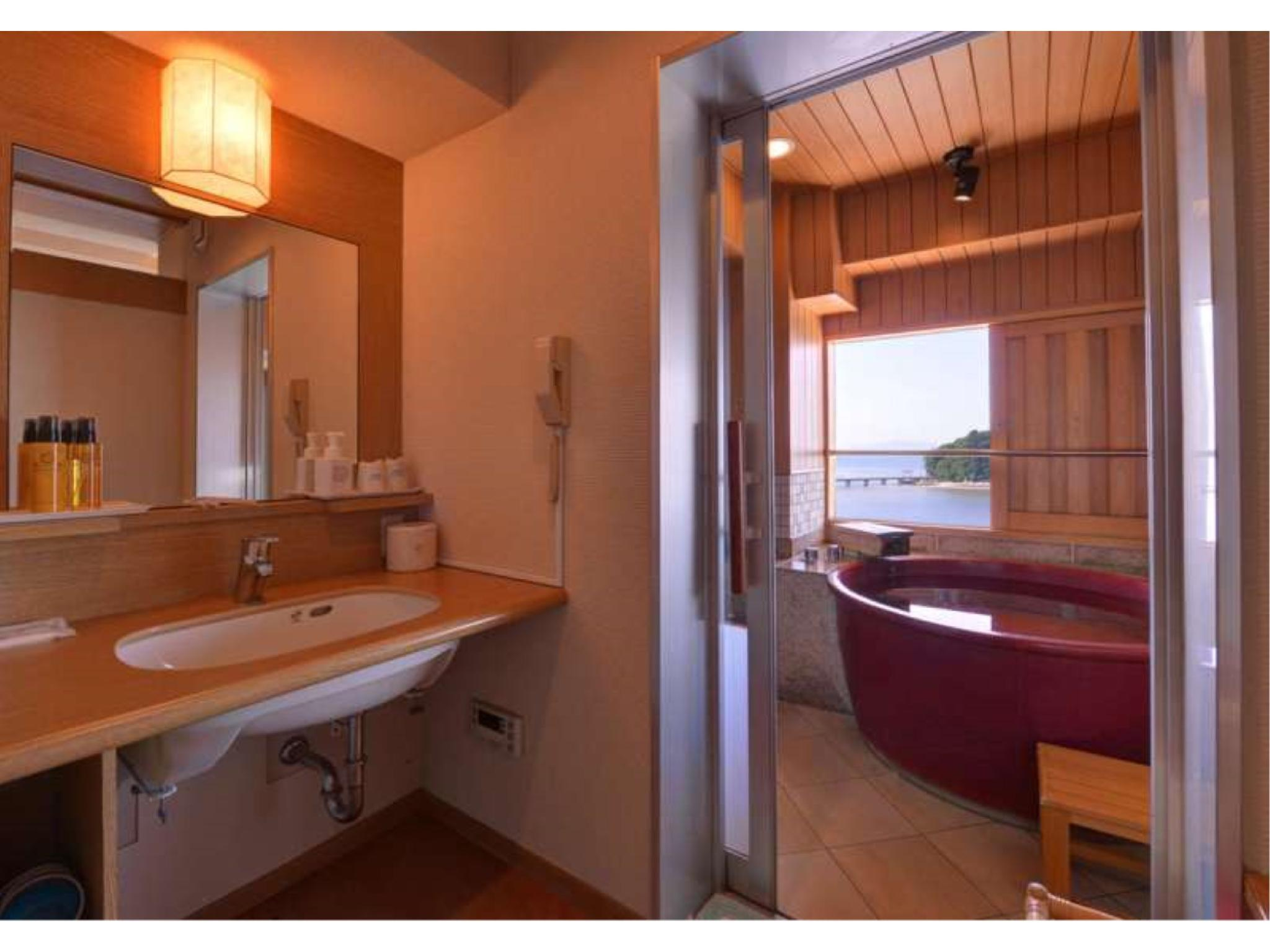 다다미 침대 객실(서관) (Japanese/Western-style Room with Semi Open-air Bath (2 Beds, Sky View Floor))