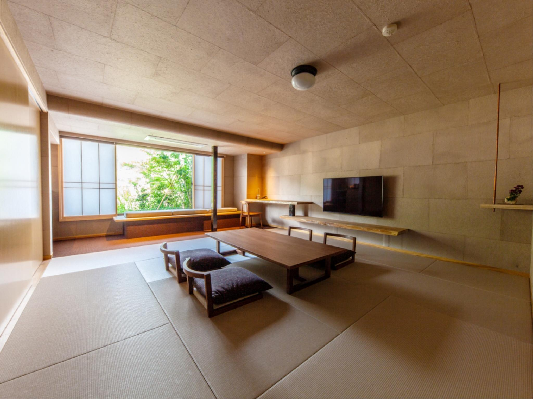 Japanese/Western-style Room with Semi Open-air Bath (Kasuga/Koboku Type)