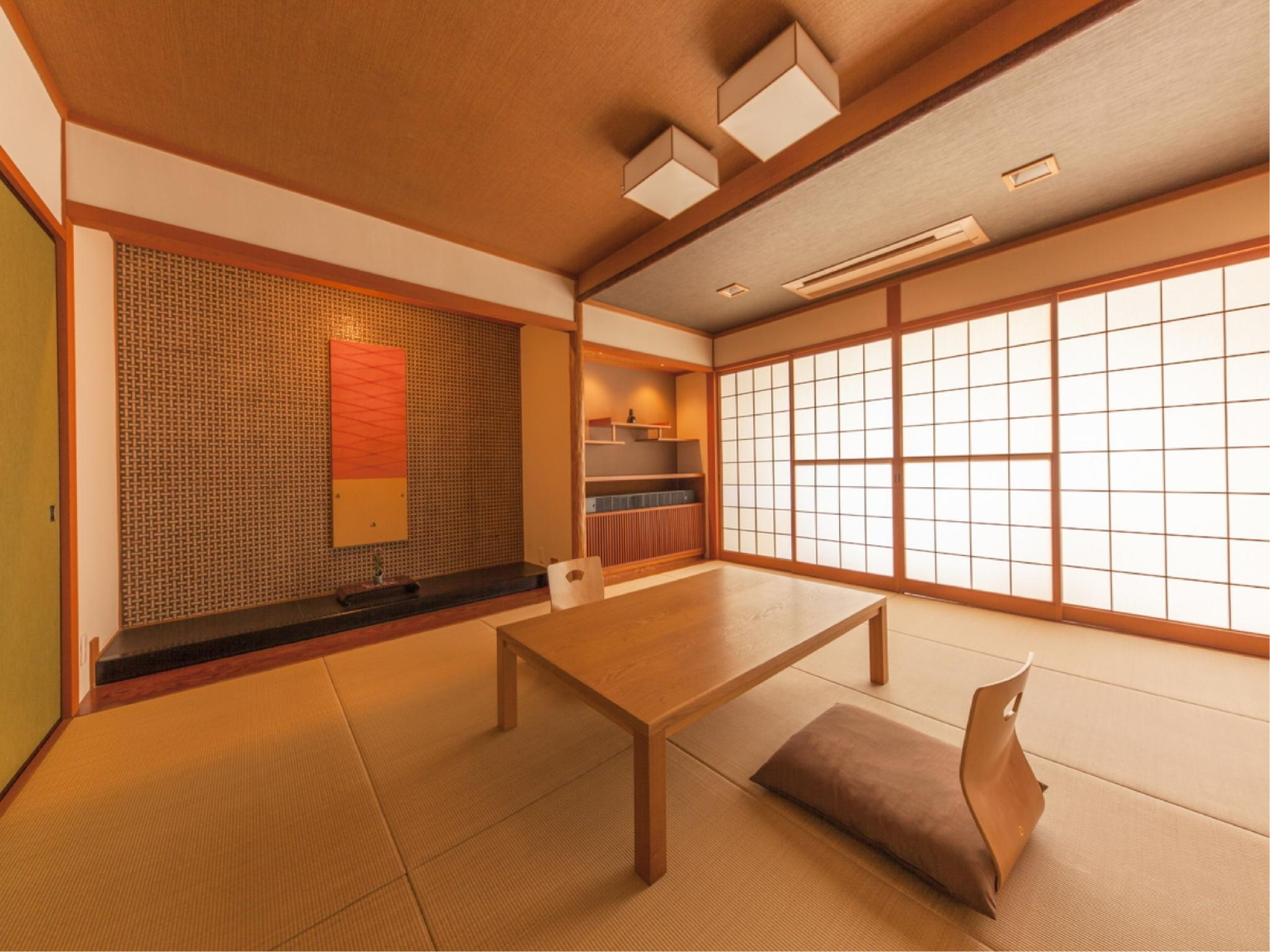 Japanese-style Room (Yakura Type or Nagara Type, Upper Floors)