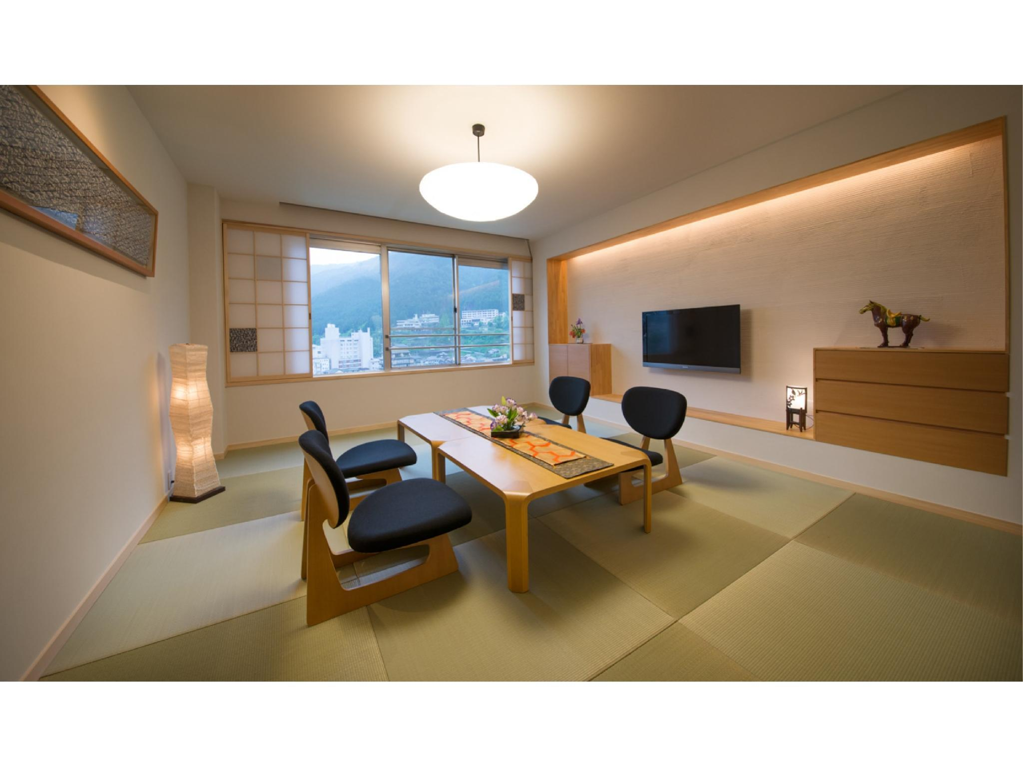 Japanese-style Room (Top Floor, Tosenkaku Wing)