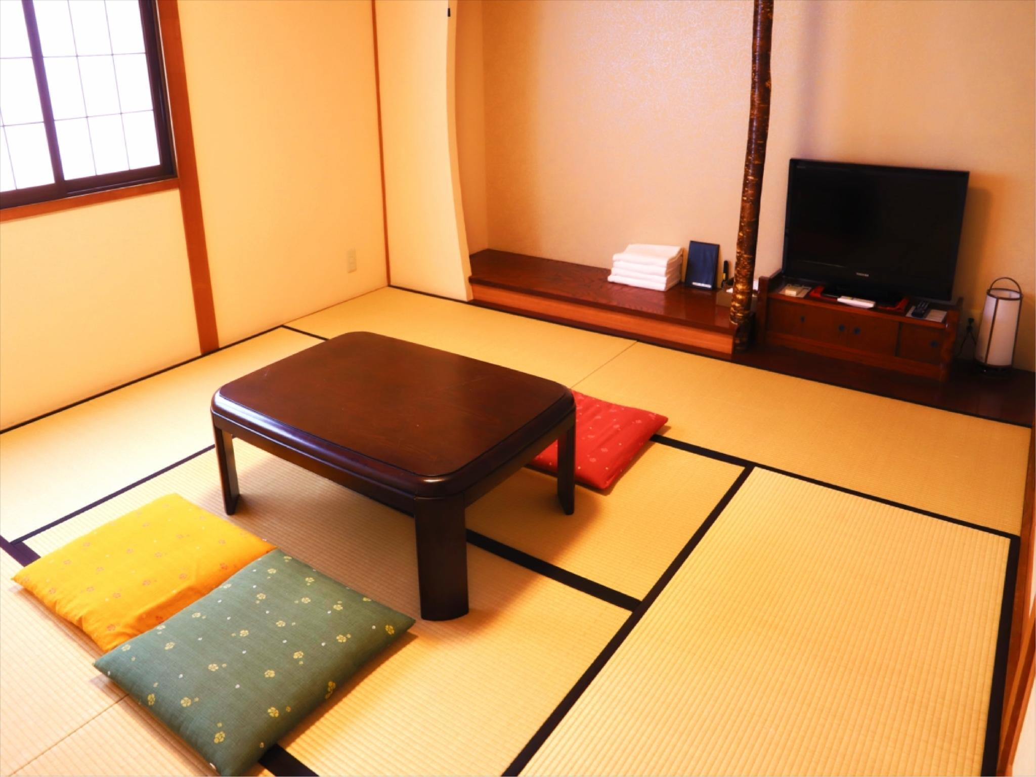 Japanese ensuite Room ( 3-4 people )