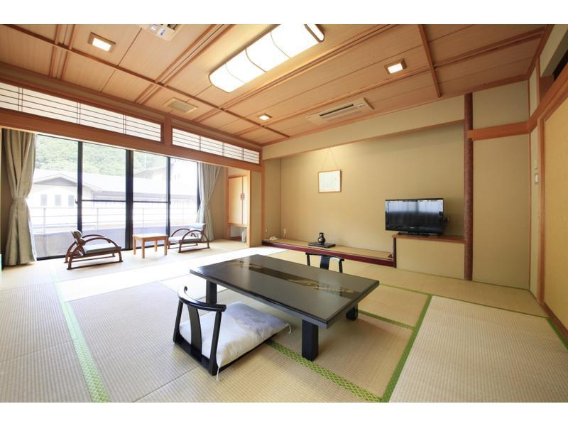 祥耀館 和室 風呂なし|12.5畳+踏込 (Japanese-style Room (Shoyo Wing) *No bath in room)