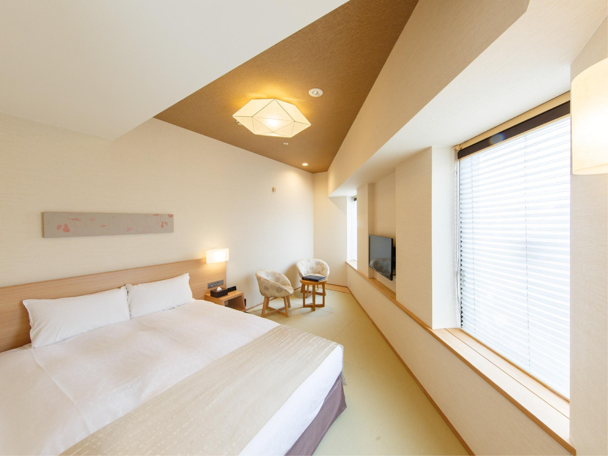 Corner Double Room (Tatami Bed)