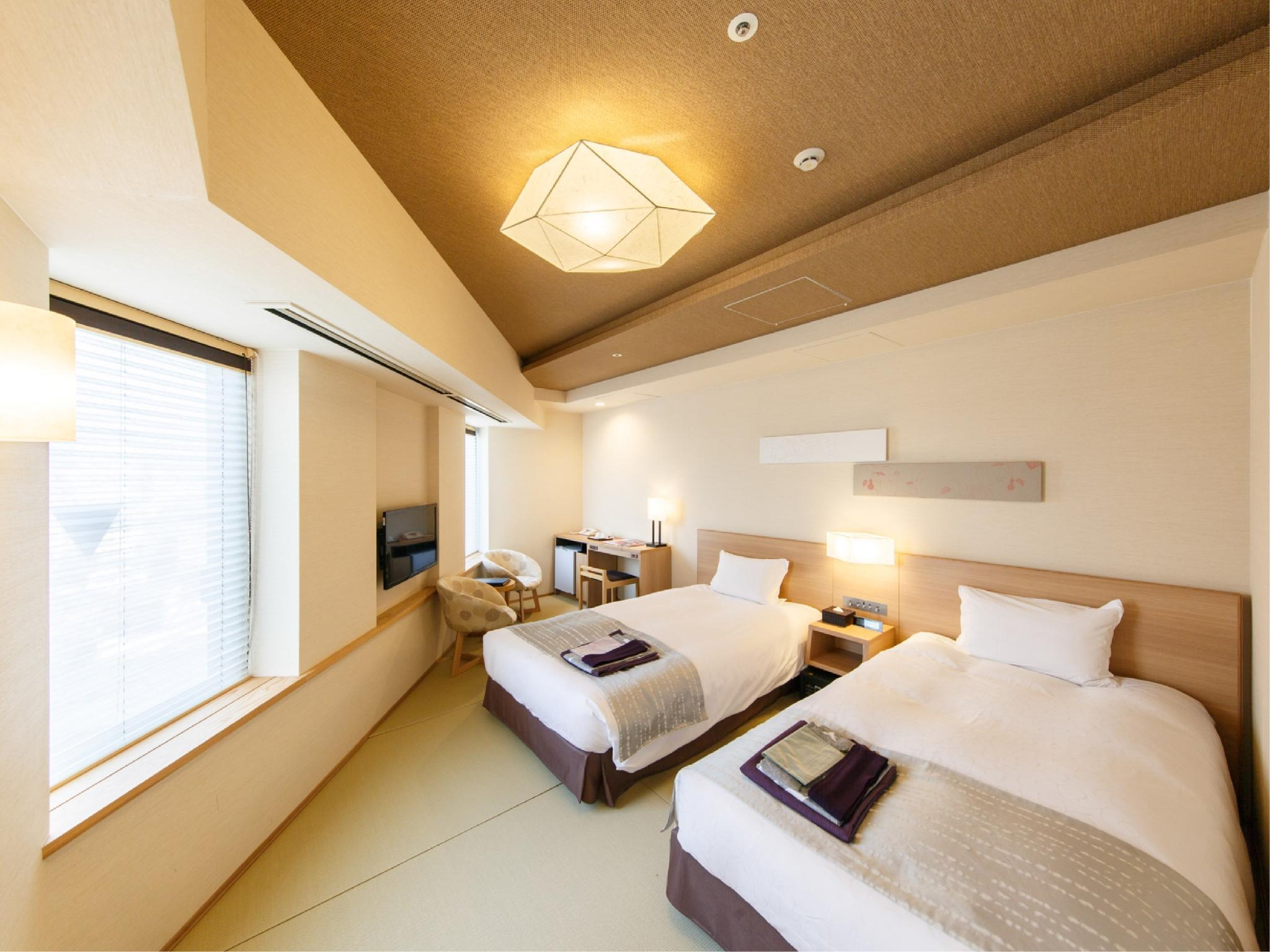 Corner Twin Room (Tatami Beds)