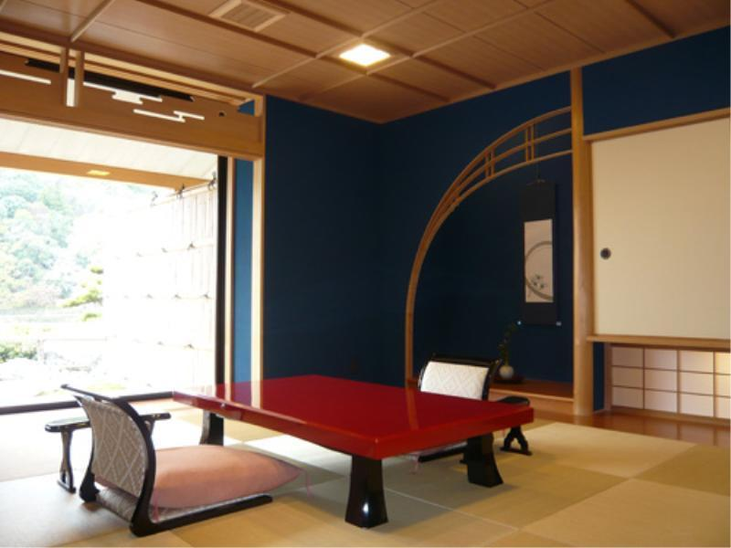 露天風呂付き客室 (Japanese Style Room with Open-Air Bath)