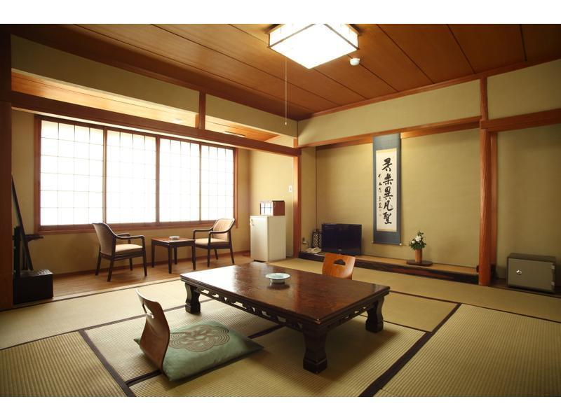 東南館 和室 |10畳+踏込 (Japanese-style Room (Southeast Wing))