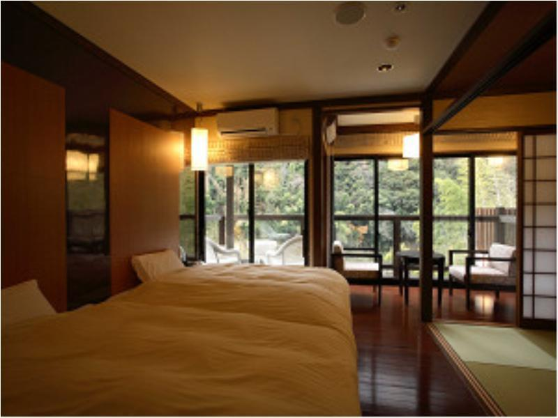 Japanese/Western-style Room (with Private Bath)