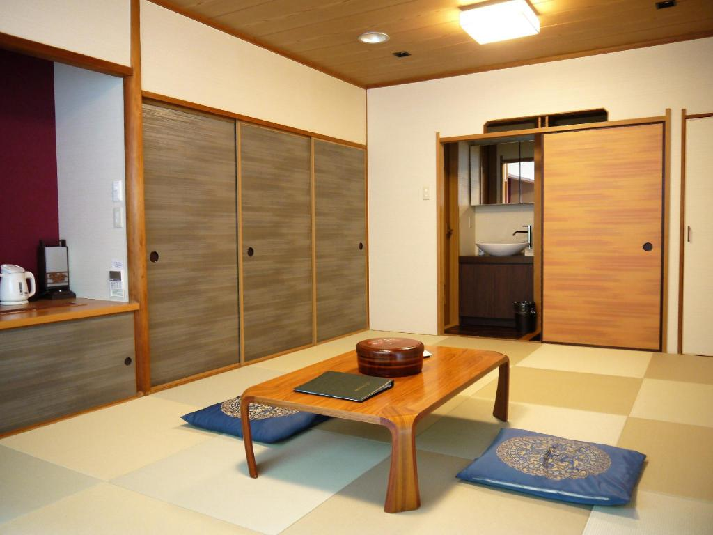 Japanese-style Room *Has toilet, no bath in room, Refurbished 2016 - 客室